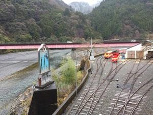 両国吊り橋より駅を眺める.jpg
